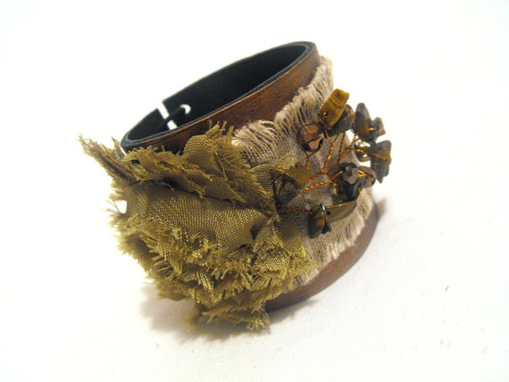 Shabby rose leather bracelet. Olive green color