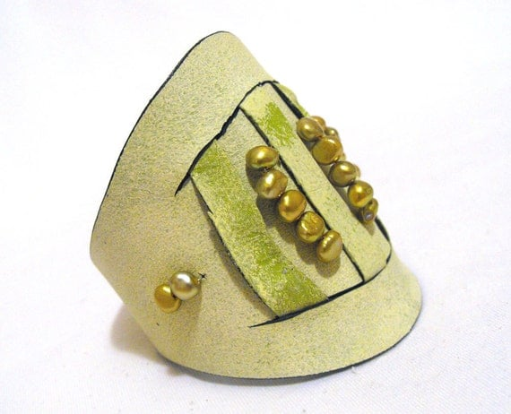 Green leather bracelet with pearls SALE