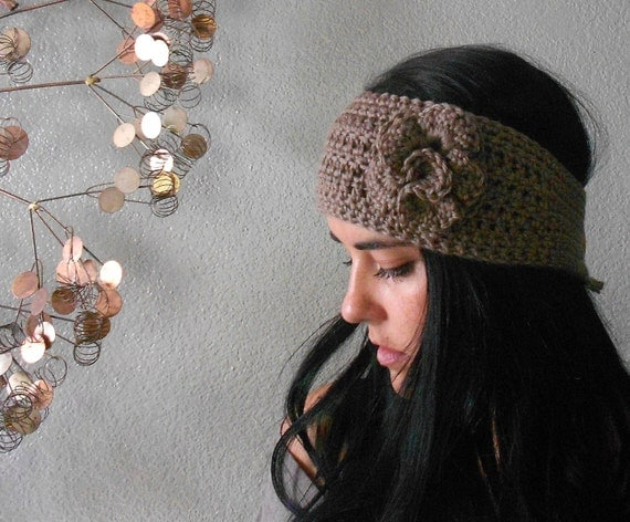 crochet flower headband w/ button closure . by saltcitydesign