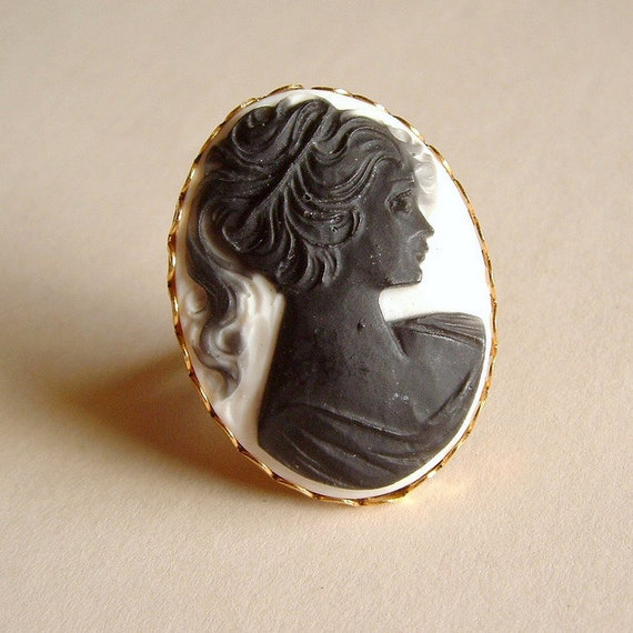 Large Black Cameo Ring Vintage Lady Portrait Huge Cabochon Victorian Black and White