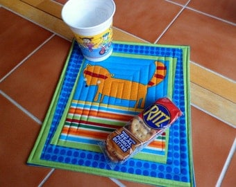 Raccoon snack mat - oversized coaster - mini placemat - Mug Rug / children / quilts for kids / quilted / office decor