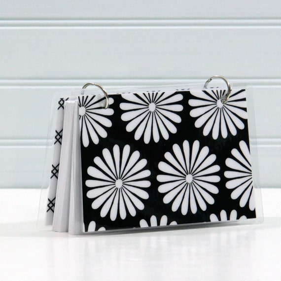 4 x 6 Index Card or Note Card Binder, Black and White Daisy