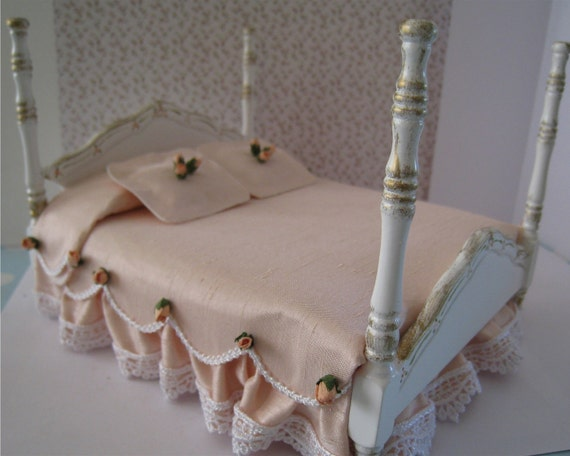 Bed, double, Pretty spread .  a dollhouse miniature in twelfth scale