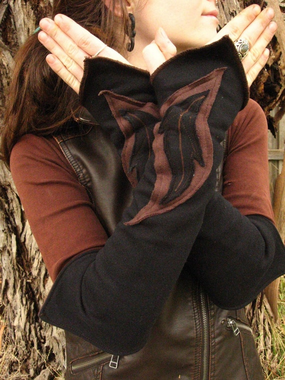 Reversible pixie arm warmers.