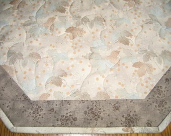 "Quilted Octagon Mat with Beige Leaves - 22""diameter"
