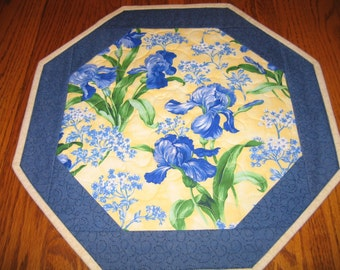 "Quilted Octagon Mat in Iris - 16""diameter"
