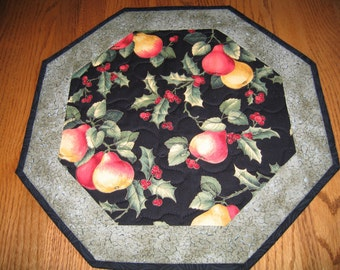 "Quilted Octagon Mat in Holly and Pears - 16"" diameter"