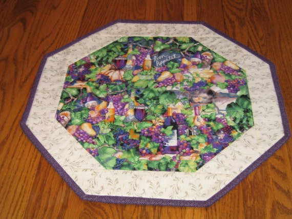 """Quilted Small Octagon Mat with Grapes and Wineglasses - 16"""" diameter"""