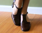 vintage CHOCOLATE BROWN t-strap leather shoes