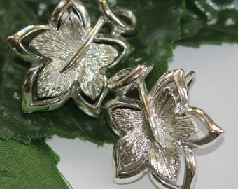 Silver - or tone - 1960's Vintage Mommy Box Clip On Earrings - Leafy Design SALE