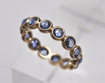 Light blue ceylon sapphire endless bezel ring - 18k gold
