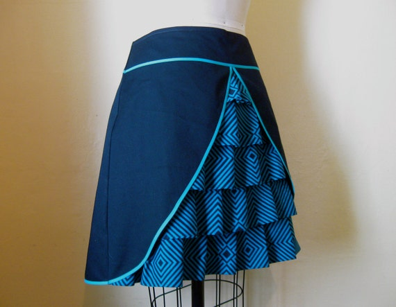 Diamondback ruffle front skirt Sz 14