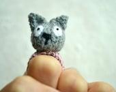 Momshoo- Furball Cat knitted amigurumi ring