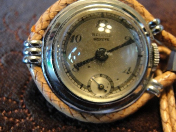 Reduced 20% antique Record Geneve  lapel watch