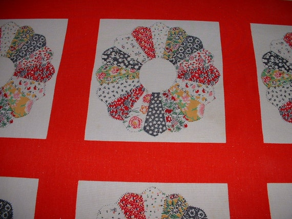 """Vintage Round Quilt Design Red White Tablecloth 65"""""""