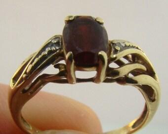 Estate Diamond And Garnet 10k Gold Ring