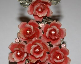 VINTAGE RARE Costume Dimensional Carved LUCITE Rose Necklace