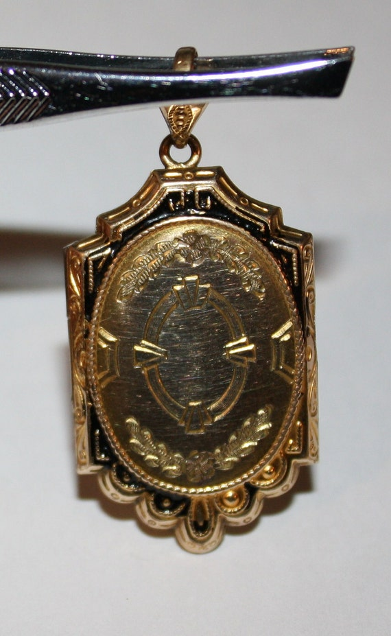 Vintage Locket/Pendant Gold Filled Locket/Pendant  w/Photos