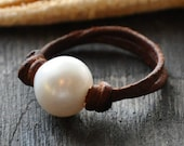 Pearl on Leather Ring Parfait