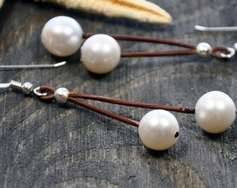Pearl and Leather Earrings Magique