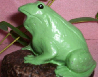 LITTLE Green Concrete FROG STATUE On A Rock