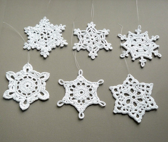 6 Christmas Ornaments -- Large Crochet Snowflakes -- Assortment G12, in White