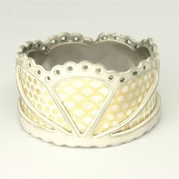 Scalloped LaceTiara Ring 22 ct gold