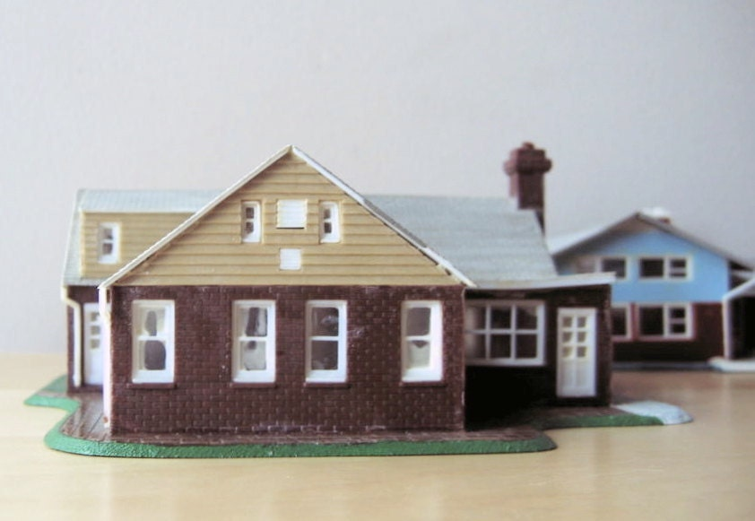 Cape cod model home ho scale built up kit plastic by Cape cod model homes