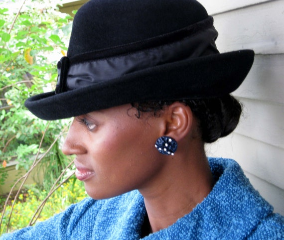 Black Brimmed Felt Hat with Velvet Trim