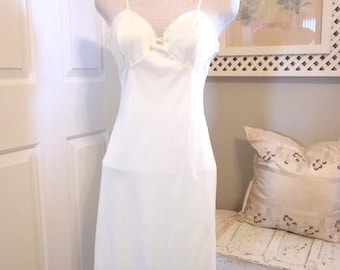Vintage Slip - 1960s Slip - Full Slip - Pale Yellow Lingerie - Retro Slip - Hollywood Slip - Nightgown -Small