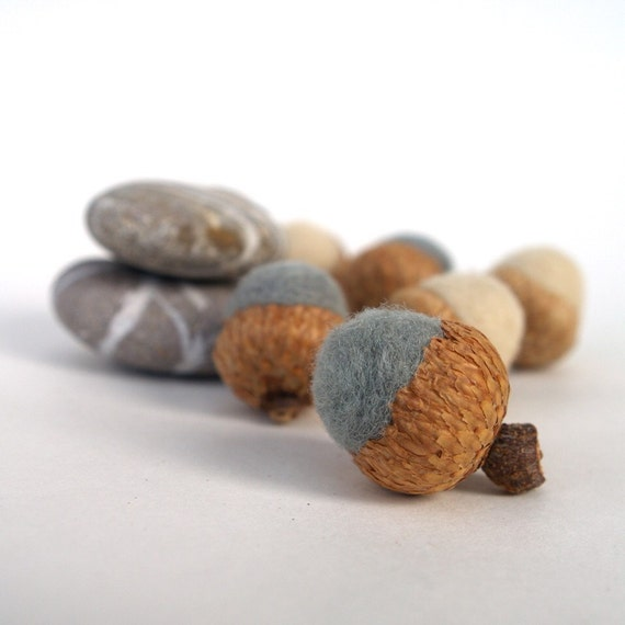 Needle Felted Acorns, 6 Wool Home Decor Gray White Handmade Waldorf Woodland Natural Nature Autumn Fall Thanksgiving Country Rustic
