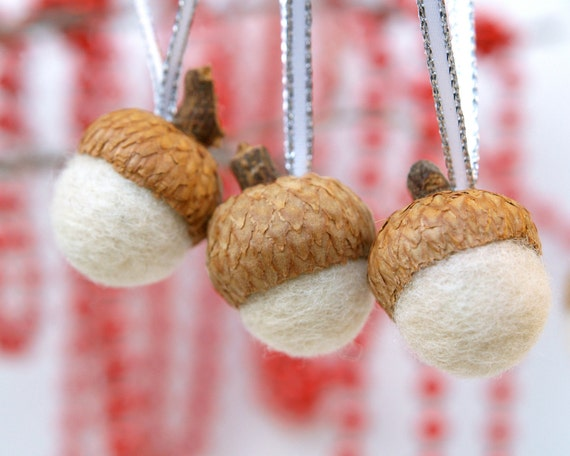 Needle Felted Acorns White Ornaments Wool Decorations, Home Decor wedding favor Baby Shower snow winter yule Christmas 10