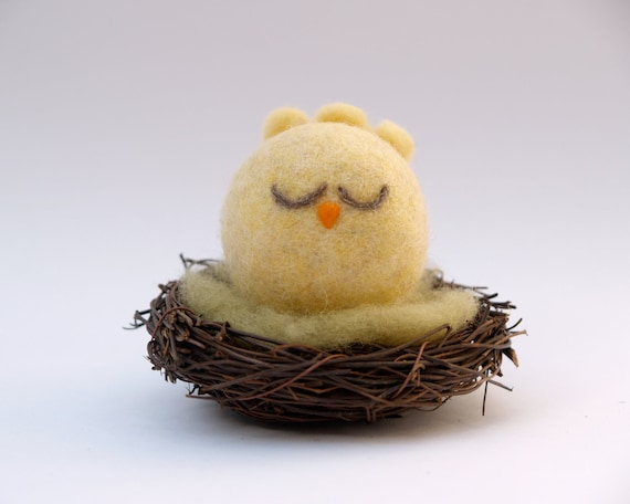 Needle Felted Bird Toy . Chick in her nest toy . Yellow wool toy . Waldorf Toy . Baby Bird . Soft Plush