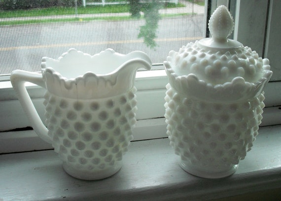 FENTON Milkglass Covered SUGAR and CREAMER - Vintage Set in Perfect Condition