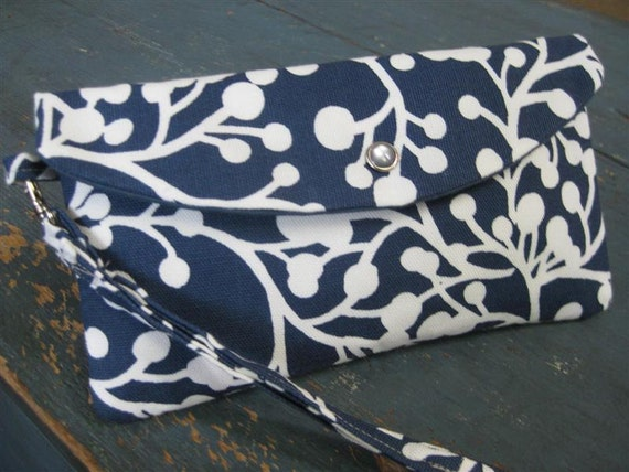 Large Style Clutch/Wristlet with Detachable Wrist Strap / Blossom Vines in Navy