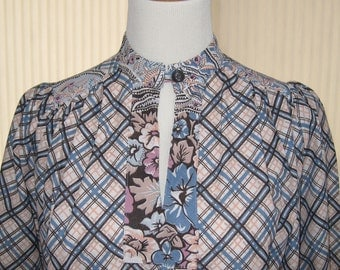Vintage 70s Russian style peasant dress in a groovy print