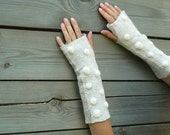 Nuno felted fingerless gloves arm warmers beige white Pebbles eco friendly
