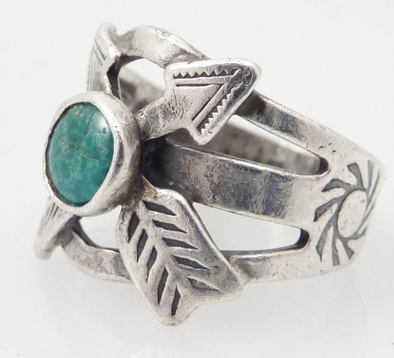 Due North Antique Native American Green Turquoise and Sterling Ring size 3