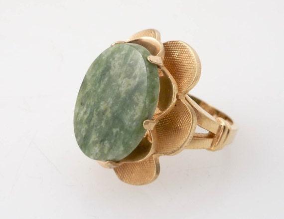 Size 6 GoldFilled and Jade Flower Burst Vintage Ring