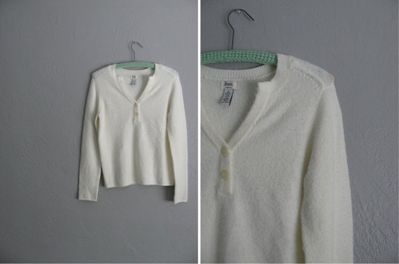 r e s e r v e d . s a l e . vintage '80s SOFT, FUZZY & COZY white sweater. size s.