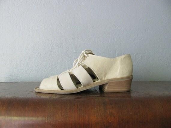 vintage '90s MINIMALIST cream CANVAS CUTOUT peep toe summer sandals. size 6 / 6.5.