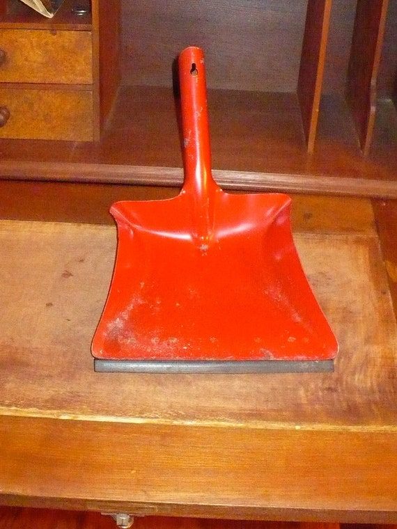 Dustpan in Red - reserved for shawnabatt1