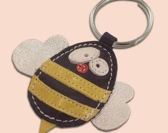 Cute little bee leather animal keychain - FREE shipping Worldwide - Handmade Leather Bee Bag Charm