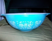 Lot of vintage Pyrex Bowls  - One Teal Butterprint Bowl Amish designs in white plus various other Pyrex bowls