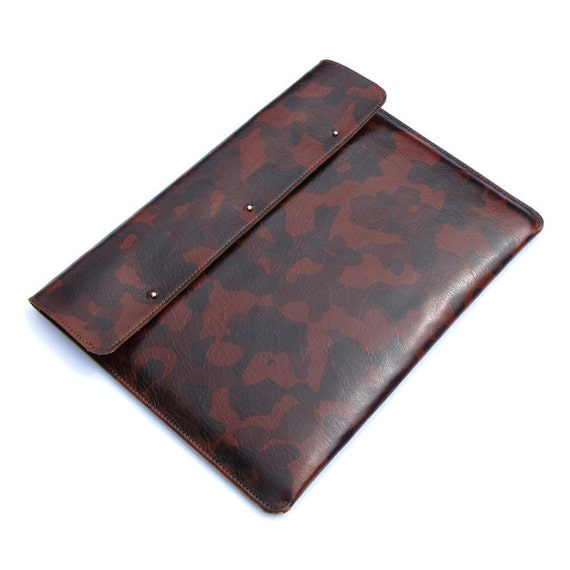 Leather iPad case - Urban camouflage in Cognac brown