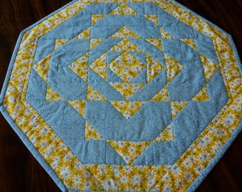 Daisy Pineapple Table Topper