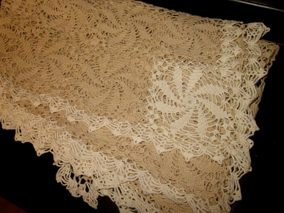 Handmade Pinwheel Crochet Lace Tablecloth Biege & White Lace Table Runner