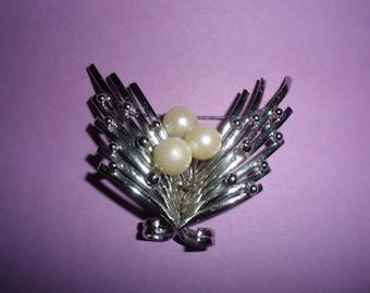 Sale, Silvertone Brooch, Chrome ART DECO look, Faux Pearls,, Fantastic look, Refashion into a wonderful necklace.....