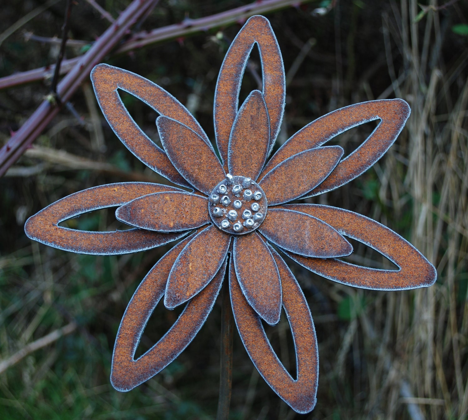 Rusted flower garden art garden stake decor for Flower garden decorations