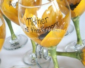 Sunflower wedding decor, Bridal party wine glasses, wedding favors, reception table decor, wedding party gifts, sunflower wine glasses, sun